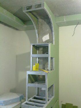 Процесс сборки сложной конструкции из гипсокартона. Двух-уровневый потолок из гипсокартона. Сделано ООО 'Русстрой' г. Калуга