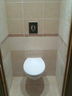 Монтаж и подключение скрытого смывного бачка в туалете, а также укладка плитки, ремонт санузла под ключ. Сделано ООО 'Русстрой' г. Калуга