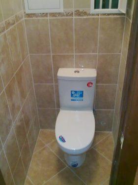 Установка унитаза, подключение сантехники в туалете, ремонт под ключ. Сделано ООО 'Русстрой' г. Калуга