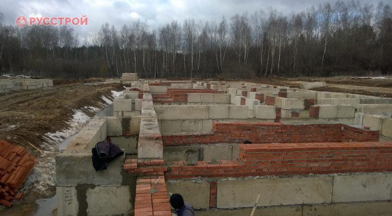 Укладка бетонных перекрытий при строительстве жилого дома. Русстрой г. Калуга