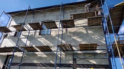 монтаж панелей вент фасада