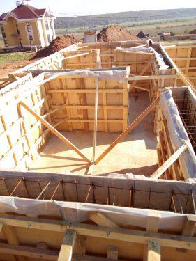 Строим деревянные перекрытия, готовим опалубку к заливке бетона