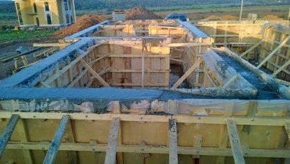 Заливаем стены бетоном
